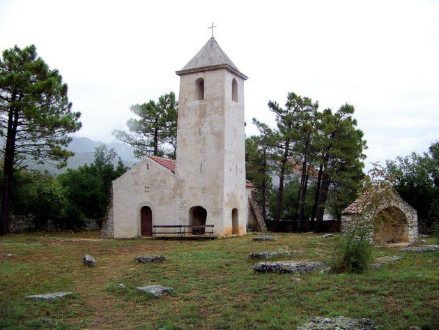 3b-starigrad-kostol-sv-petra-1