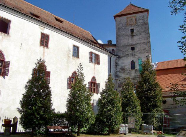 10-bitov-hrad-cz-4-7-5-2016