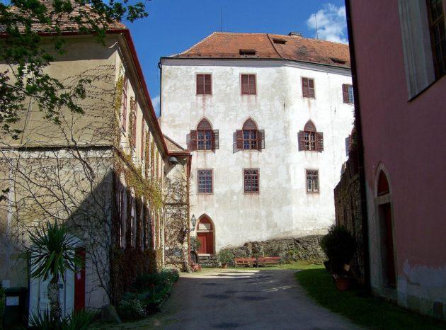 8-bitov-hrad-cz-30-7-5-2016